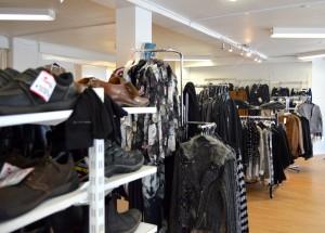Skoshopppen har fået plads til tøj efter de rykkede i nye lokaler på den anden side af Bredgade