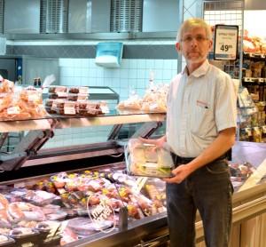 Poul Kartmann foran madtorvet, der er Eurospars delikatesse område i butikken