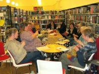 Der er hygge og højt humør til møderne il Aarup StrikkeCafë