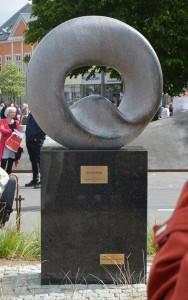 """N.J. Heidens statue """"Synergi"""", fra 2014 står på Sanggaards Plads. Foto:MJ"""