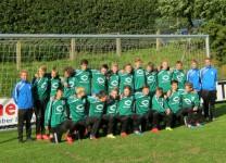 Aarup Boldklubs U17-hold i deres nye træningstøj. foto:HW