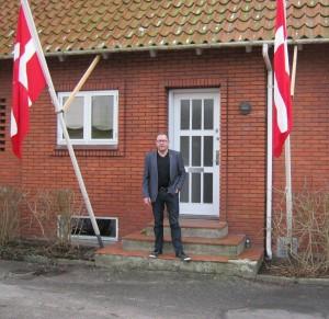 Henrik Buch foran klubhuset. Foto:HW