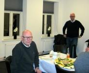 Formand Peter Birch og Tom Andersen (STOFA) stående bagved. Foto:hw