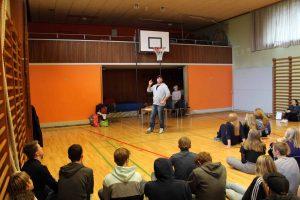 Eleverne lyttede interesseret.